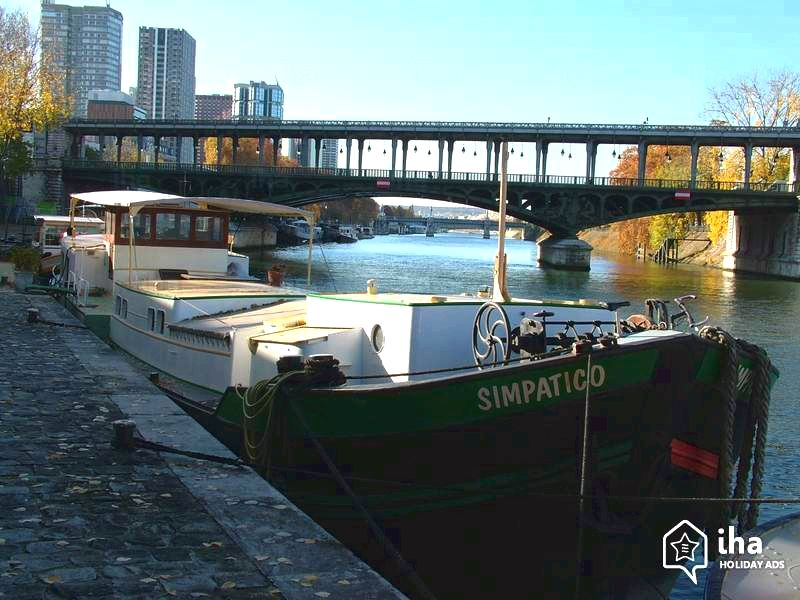 Bateau simpatico - paris holiday rental houseboat apartment by owner part of its background and